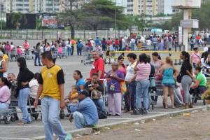 Colas-para-comprar-en-Makro-de-Barquisimeto-800x533-800x533
